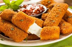 Delicious and crispy recipe for Deep Fried Mozzarella Cheese Sticks that are every popular for game night munchies or movie night snacks. Healthy Mozzarella Sticks, Mozzarella Cheese Sticks, Queso Mozzarella, Mozzerella, Fried Cheese Sticks, Cheese Fries, Trans Fat Foods, Queso Frito, Gastronomia