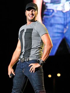 Luke Bryan to Hold Exclusive Concert to Celebrate New Album Kill the Lights Beautiful Men Faces, Most Beautiful Man, Gorgeous Guys, Pretty Men, Country Music Artists, Country Singers, Luke Bryan House, Luke Bryan Pictures, Luke Bryan Concert