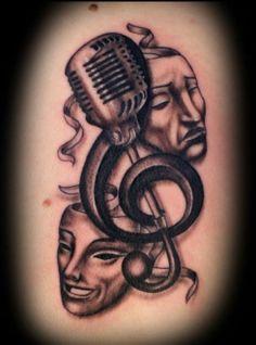 Tatuagem mascaras do teatro e microfone