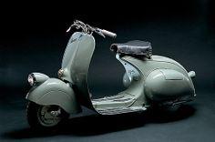 La Vespa 98 fue el primer modelo en salir de la fábrica en 1946 (necesaria para seguir viviendo)