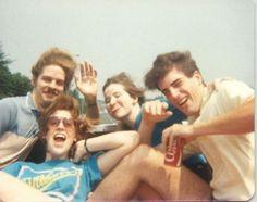 (Coke code 119) SNS가 발달하기 전에는 코카-콜라를 사랑하는 팬들의 사진들이 회사로 보내지곤 했습니다. 1980년대 코카-콜라 회사에 보내진 팬들의 사진중 하나입니다