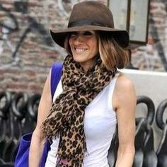 Love the way Sarah Jessica wears her LV leopard stole#celebscarves#scarves #summerscarves#welovescarves #leopardscarves