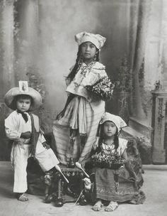 fyeahindigenous-beauty:  Mexico, the children could be from the Chichimeca, Otomí, Mazahua or Purépecha tribes