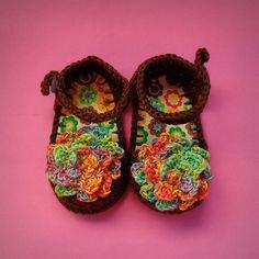 Sapato de crochê para bebê {Floral Color} Crochet baby shoes