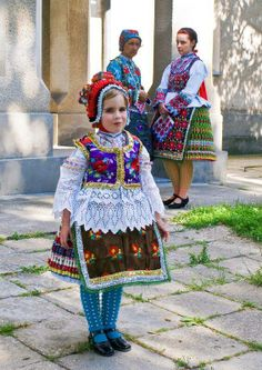 Magyar népviseletek - Sióagárdi viselet - Dunántúl Traditional Fashion, Traditional Dresses, Beautiful Children, Beautiful People, Costumes Around The World, Art Populaire, Hungarian Embroidery, Folk Costume, My Heritage