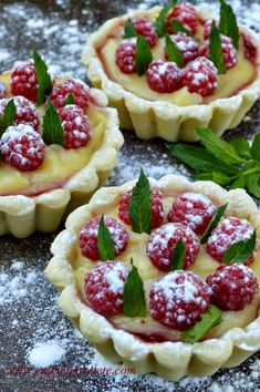 Tarte cu crema de vanilie si zmeura - CAIETUL CU RETETE Romanian Desserts, Romanian Food, Cheesecakes, Delicious Desserts, Yummy Food, Just Bake, Desert Recipes, Sweet Recipes, Cookie Recipes