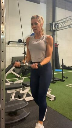 Discover recipes, home ideas, style inspiration and other ideas to try. Tricep Workout Women, Triceps Workout, Boxing Workout, Weight Training Workouts, Gym Workouts, At Home Workouts, Tricep Pushdown, Cable Workout, Park Workout