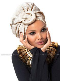 The perfect addition to any Muslimah outfit, shop Halima X Modanisa's stylish Muslim fashion Beige - Plain - Instant Scarf. Find more Instant Scarf at Modanisa! Turban Mode, Turban Hat, Turban Style, Turban Headband Tutorial, Head Scarf Styles, African Head Wraps, Bonnet Hat, Beachwear Fashion, Fascinator Hats