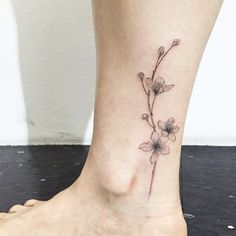 cherry blossom  #cherryblossomtattoo #flowertattoo #ankletattoo #linetattoo #tattoo #tattoos #ink #hongdam #tattooisthongdam #벚꽃타투 #꽃타투 #발목타투 #라인타투 #타투 #홍담 #타투이스트홍담