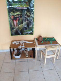 Mesas de atividades: esqueletos para montar e Small world play
