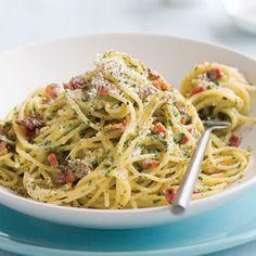 My go-to spaghetti carbonara recipe. Easy and flexible!