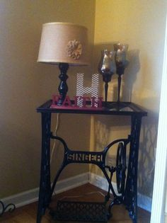 Vintage sewing table upcycle Upcycled Furniture, Rustic Furniture, Diy Furniture, Vintage Sewing Table, Sewing Projects, Diy Projects, Flea Market Finds, Cool Things To Make, Diy Crafts