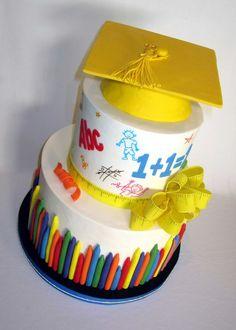 preschool graduation // preschool and kindergarten graduation Fondant Cakes, Cupcake Cakes, Bolo Musical, Teacher Cakes, Mini Hamburgers, Cupcakes Decorados, School Cake, Lunch Boxe, Kindergarten Graduation
