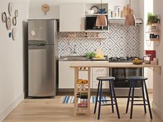 40 Fabulous Small Apartment Kitchen Ideas To Maximize The Room - When doing a small kitchen design for an apartment, either a corridor kitchen design or a line layout design will be best to optimize the workflow. Small Apartment Kitchen, Small Space Kitchen, Home Decor Kitchen, Interior Design Kitchen, Home Kitchens, Kitchen Dining, Kitchen Ideas, Small Spaces, Nice Kitchen
