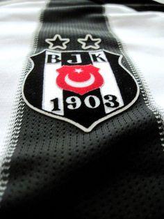Forza Beşiktaş Juventus Players, Mix Photo, Black Eagle, Sports Clubs, Kara, Drink Sleeves, Football, Black And White, Sons