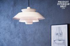 Een elegante en originele lamp voor in je woonkamer. Deze designer is minimalistisch en past bij de Scandinavische stijl.