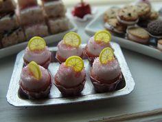 Pink lemonade cupcakes 1:12 | Flickr: Intercambio de fotos