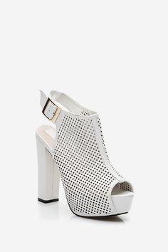 Sandały na obcasie ażurowe Follow białe
