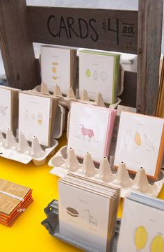 diy greeting card display for craft fairs - egg cartons Craft Fair Displays, Craft Stall Display, Display Ideas, Card Displays, Craft Font, Handmade Jewelry Business, Craft Stalls, Craft Show Ideas, Craft Markets