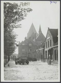 Jan Deckersstraat met uitzicht op de kerk en pastorie