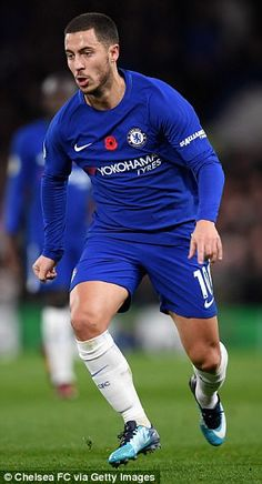Kevin De Bruyne 'is definitely the best player in the Premier League at the moment,' according to Belgian teammate and Chelsea star Eden Hazard. Fc Chelsea, Chelsea Football, Football Is Life, Football Boys, Chelsea Fc Players, Eden Hazard Chelsea, Soccer Pictures, Soccer Practice, Sports Celebrities