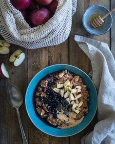 Prohřívající ovesná kaše - ty nejlepší recepty s bylinkami a kořením - SONNENTOR.cz Acai Bowl, Oatmeal, Breakfast, Acai Berry Bowl, The Oatmeal, Morning Coffee, Rolled Oats, Overnight Oatmeal