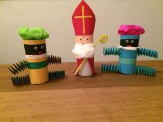 Sinterklaas en zwarte pieten, gemaakt van wc-rolletjes en gekleurd papier. Toilet Paper Roll Crafts, Paper Crafts, Diy For Kids, Crafts For Kids, Diy And Crafts, Arts And Crafts, Activities For Kids, Projects To Try, Hobbit