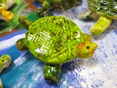 Cassie Stephens: In the Art Room: Clay Texture Turtles!
