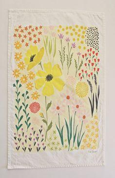 Yellow Floral Dishtowel por lisaruppdesign en Etsy