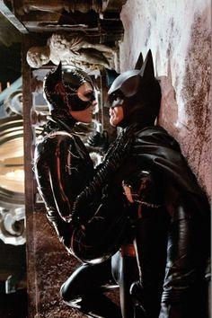 Bat pants are boner proof. - Womens Batman - Ideas of Womens Batman - Bat pants are boner proof. Catwoman Comic, Catwoman Cosplay, Batman And Catwoman, Batman Art, Batgirl, Batman Returns, Cosplay Gatúbela, Armadura Do Batman, Michelle Pfeiffer