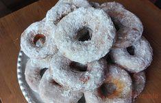 SUROVINY Budeme potřebovat: 2,5 poháru hladká mouka 250 ml kefír (zákys) 5 lžic kr. cukr 1 ks vejce Kefir, Donuts, Czech Desserts, Kombucha, Doughnut, Dip, Brunch, Cookies, Cake
