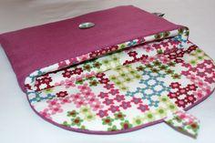 """Etui/Housse pour tablette 7"""" ou IPad mini en Lin framboise et Coton Bio. http://kumoandfriends.alittlemarket.com/"""