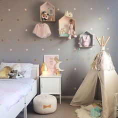 You can easily decorate a girls bedroom to be classy and simple, yet cute. Here are some of our favourite examples of stylish girls bedrooms to inspire you.