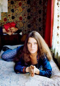 Janis Joplin, in her apartment on Lyon Street San Francisco, 1968 (photo by Jim Marshall) Rock And Roll, Blues Rock, Janis Joplin Style, Jimi Hendricks, Rainha Do Rock, Jim Marshall, Acid Rock, Big Brother, Music Icon