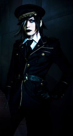 Uruha<<< guys...I don't know what to think. My emotions are conflicting! Why Uruha?!?! You look creepy as f*ck and amazing!!!