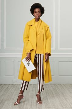 The complete Oscar de la Renta Resort 2019 fashion show now on Vogue Runway. Fashion Moda, Fashion 2018, New York Fashion, Latest Fashion Trends, High Fashion, Fashion Outfits, Womens Fashion, Spring Summer Fashion, Autumn Fashion