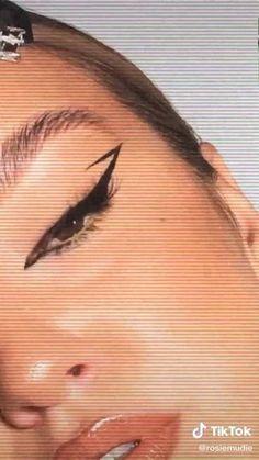 Edgy Makeup, Eye Makeup Art, Crazy Makeup, Skin Makeup, Weird Makeup, Eyeshadow Makeup, Grunge Makeup Tutorial, Smokey Eye Makeup Tutorial, Maquillage On Fleek