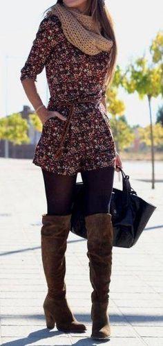 Vestido y botas largas cafe