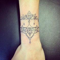 """Résultat de recherche d'images pour """"tatouage poignet mandala"""""""