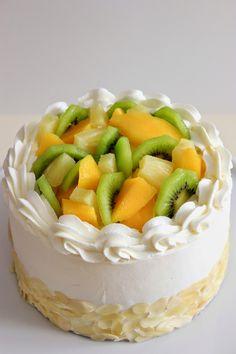 Kiara`s cakes: Tarta tropical / Tropical Fruit Layer Cake Cake Made Of Fruit, Fresh Fruit Cake, Cake Decorating Techniques, Cake Decorating Tips, Best Dessert Recipes, Delicious Desserts, Fruit Cake Design, Chocolate Fruit Cake, Fruit Birthday Cake