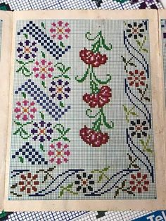 Cross Stitch Borders, Cross Stitch Rose, Cross Stitch Flowers, Needlepoint, Needlework, Diy And Crafts, Alphabet, Mosaic, Kids Rugs