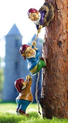 I'd like to have this in my fairy garden :) Climbing Gnomes Tree Decor Fairy Garden Houses, Gnome Garden, Lawn And Garden, Fairy Tree Houses, Outdoor Statues, Gnome House, Collections Etc, Miniature Fairy Gardens, Fairy Land