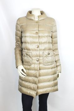 Herno Beige Long Sleeve Quilted Stuffable Goose Down Puffer Coat Size 44 IT $705 #Herno #WinterCoat #GooseDown #PufferCoat #LuxuryConsignment