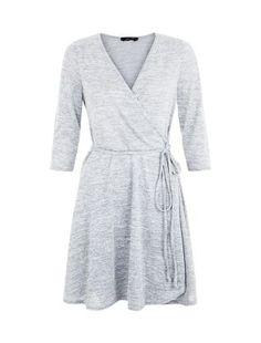Robe grise effet cache-cœur à manches 3/4 | New Look