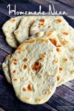 I LOVE naan. Homemade Naan - this is the easiest and quickest bread recipe you will ever make! Naan can be used for homemade pizzas, sandwiches, and more! Quick Bread Recipes, Cooking Recipes, Cooking Tips, Quick Naan Bread Recipe, Tofu Recipes, Pasta Casera, Comida India, Snacks, Gastronomia