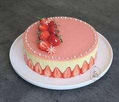 Fresh Strawberry Cake, Strawberry Mousse, Strawberry Cheesecake, Cake Decorating Videos, Cake Decorating Techniques, Baking Recipes, Cake Recipes, Fruit Garnish, Pan Sin Gluten