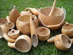 Gourd History & Utility - Flour Sack Mama--lots of articles on gardening and homesteading Creation Art, Creation Deco, Craft Projects, Projects To Try, Diy And Crafts, Arts And Crafts, Deco Nature, Painted Gourds, Bug Out Bag