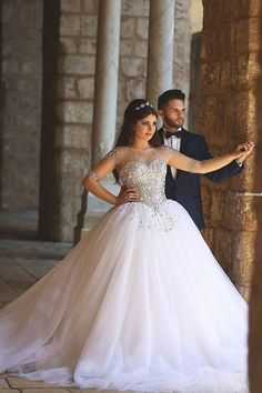 Tulle Ball Gown Strapless Wedding Dresses With Pearl Crystal Hand-Beaded Sheers Long Sleeves Backless Sweep Train Bridal Gowns