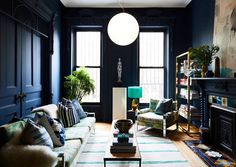 I'm staying with blue tones after yesterday's beautiful home tour. This time we're landing in Brooklyn for a colourful brownstone. Home owner Chris Benz wanted a home filled with colour, textiles and