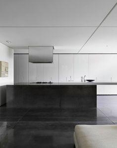 Tobias Partners   Parsley House monoliet keuken eiland, gepolijst beton, gepololijste en gedilateerde betonvloer